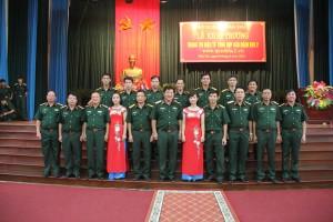 Thủ trưởng Bộ Tư lệnh và Cục Chính trị QK chụp ảnh với cán bộ, phóng viên Báo Quân khu 2.