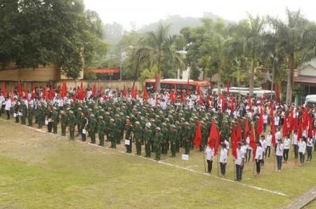 Lễ giao nhận quân tại các địa phương diễn ra trọng thể, an toàn.