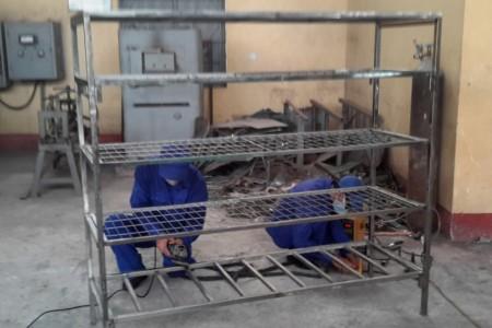 Sửa chữa giá DCCD tại Xưởng X78. Ảnh: VĂN TRANG.