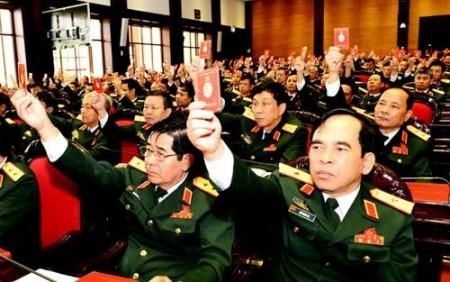 Đại hội biểu quyết thông qua các văn kiện của Quân ủy Trung ương.   Ảnh: Minh Trường