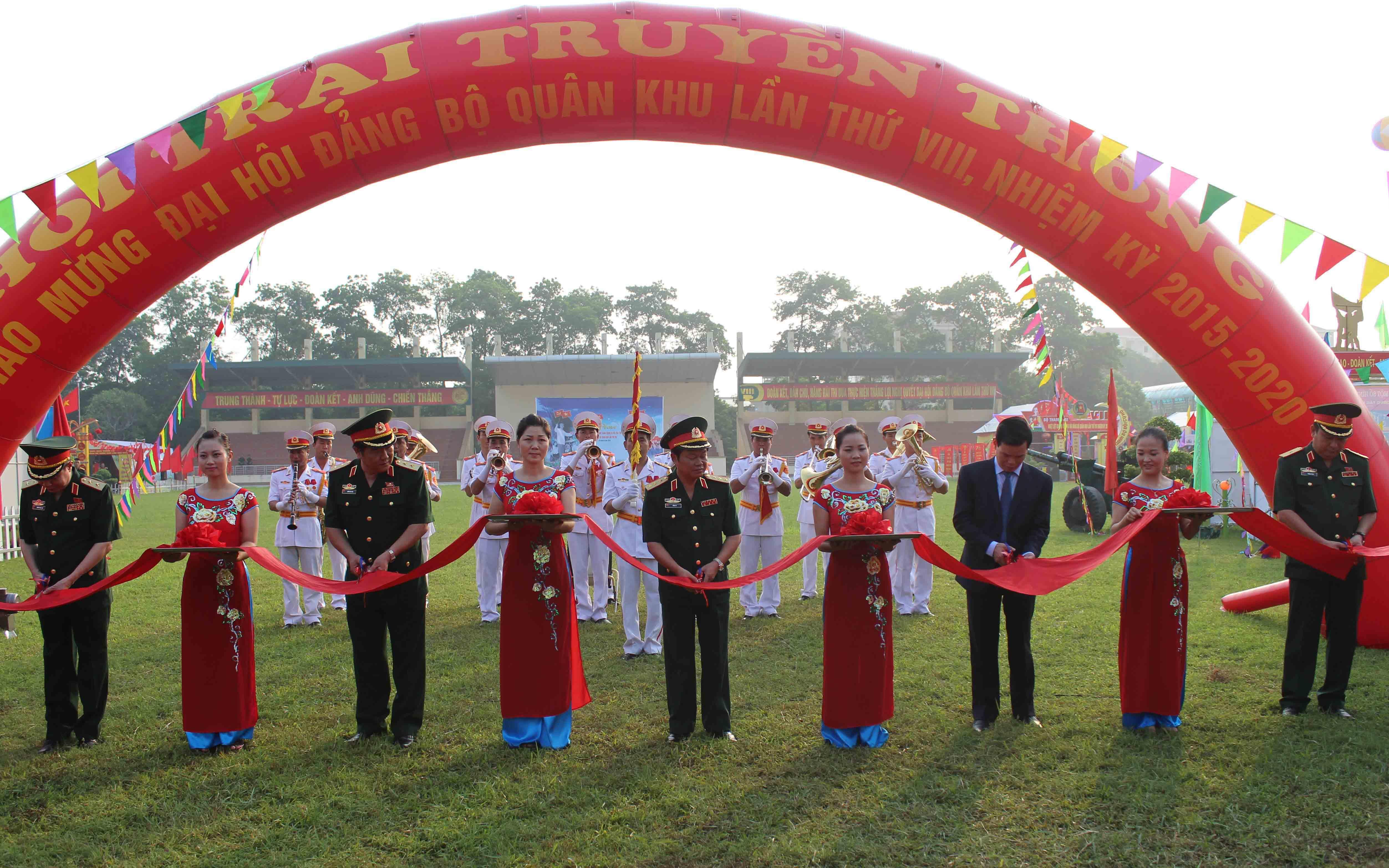 Một số hình ảnh nổi bật chào mừng Đại hội Đảng bộ Quân khu lần thứ VIII