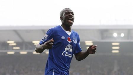 Arouna Kone lập hat-trick trong trận Everton thắng Sunderland 6-2. Ảnh: Reuters