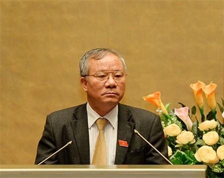 Chủ nhiệm Ủy ban Quốc phòng và An ninh của Quốc hội Nguyễn Kim Khoa trình bày Báo cáo giải trình, tiếp thu, chỉnh lý dự thảo Luật QNCN và CN, VCQP. Ảnh: Văn Bình