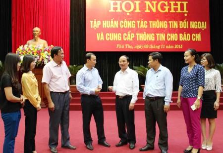 Các đại biểu trao đổi kinh nghiệm về công tác thông tin đối ngoại