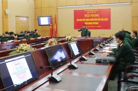 Thiếu tướng Hoàng Hữu Thế, Chủ nhiệm Chính trị Quân khu chủ trì Hội nghị.