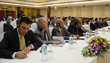 Các đại biểu quốc tế tại buổi thông báo.