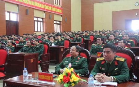 Cử tri các cơ quan QK nghe thông tin về kết quả kỳ họp thứ 10.