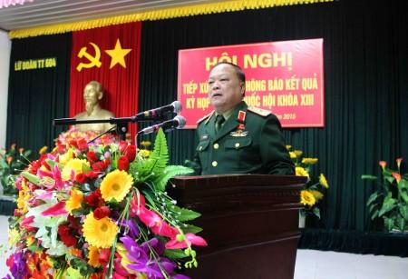 Thiếu tướng Ngô Văn Hùng, Phó Tư lệnh Quân khu, Đại biểu Quốc hội Khóa XIII  thống báo nhanh kết quả kỳ họp thứ 10.