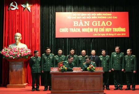 Ký kết bàn giao chức trách, nhiệm vụ Chỉ huy trưởng Bộ đội Biên phòng tỉnh Lào Cai.