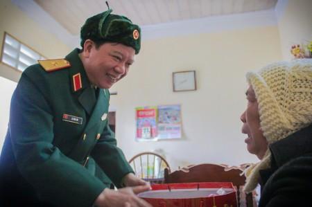 Niềm vui và xúc động của gia đình quân nhân trước tình cảm, sự quan tâm của thủ trưởng BTL Quân khu.