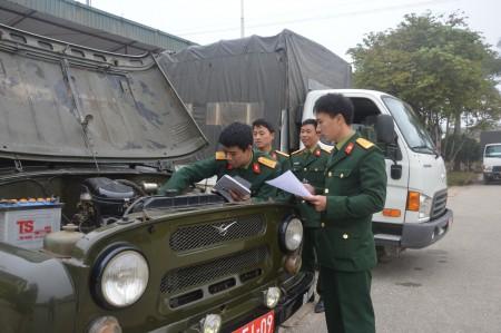 Kiểm tra phương tiện SSCĐ ở Bộ CHQS tỉnh Điện Biên.