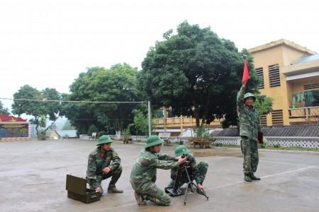 Phân đội hỏa lực Tiểu đoàn 9, Trung đoàn 98 luyện tập tình huống bảo vệ mục tiêu.Ảnh: VIỆT LONG