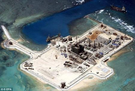 Đảo nhân tạo Trung Quốc xây trái phép ở Biển Đông - Ảnh: EPA