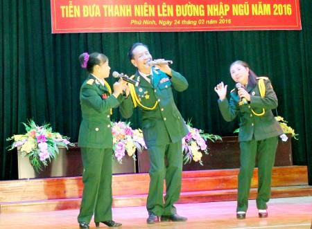 Hội Cựu chiến binh huyện cũng đã đóng góp cho đêm văn nghệ nhiều tiết mục vui nhộn.
