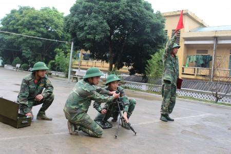 Các phân đội chủ động luyện tập xử trí tình huống sẵn sàng chiến đấu. (Ảnh: ĐỨC ĐÀO)
