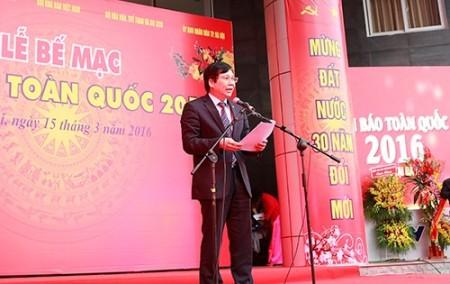 Đồng chí Hồ Quang Lợi phát biểu tại lễ bế mạc hội báo.
