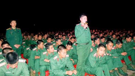 Đoàn viên Đặng Quang Huy, Đại đội 8, Tiểu đoàn 5, quê ở xã Vũ Di, huyện Vĩnh Tường, tỉnh Vĩnh Phúc tham gia diễn đàn.