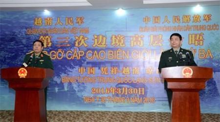 Hai Bộ trưởng Bộ Quốc phòng họp báo về kết quả giao lưu.