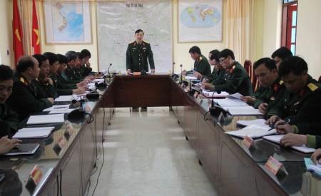 Đại tá Nguyễn Ngọc Lạn, Sư đoàn trưởng chủ trì, kết luận hội nghị.