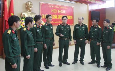 Các đại biểu trao đổi kinh nghiệm tại hội nghị tập huấn.