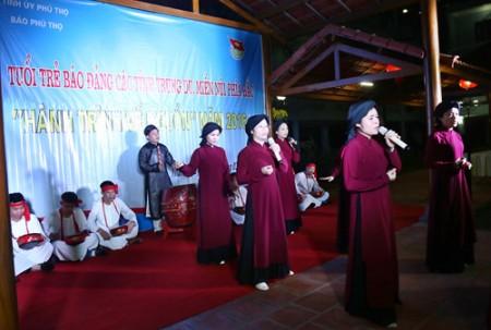 Tiết mục hát Xoan của Báo Phú Thọ.