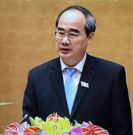 Đồng chí Nguyễn Thiện Nhân trình bày Báo cáo tổng hợp ý kiến, kiến nghị của cử tri và nhân dân.