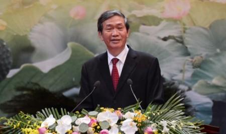 Đồng chí Đinh Thế Huynh phát biểu kết luận Hội nghị.