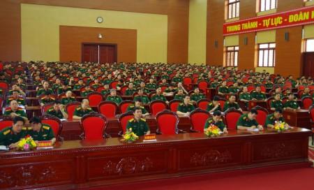 Đại biểu 4 cơ quan Quân khu nghe thông báo kết quả tại kỳ họp thứ 11, Quốc hội khóa XIII.