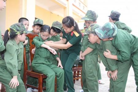 Lớp học kỳ quân đội được tổ chức tại Trung đoàn 652, Cục Hậu cần Quân khu năm 2015.