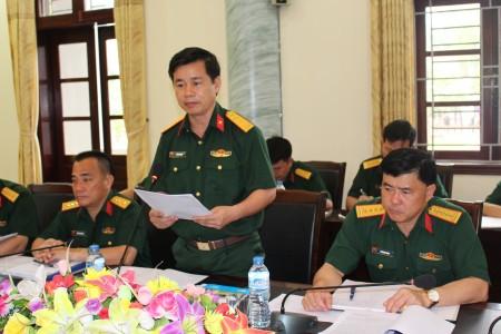 Thượng tá Đỗ Xuân Tụng, Bí thư Đảng ủy, Chính ủy Sư đoàn báo cáo qua trinh tổ chức thực hiện.
