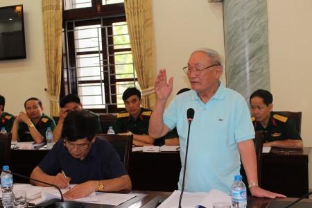 Đồng chí Nguyễn Bằng Giang, Nguyên Sư đoàn trưởng phát biểu tại hội thảo.