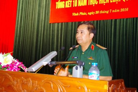 Thiếu tướng Phùng Sĩ Tấn phát biểu tại Hội nghị.