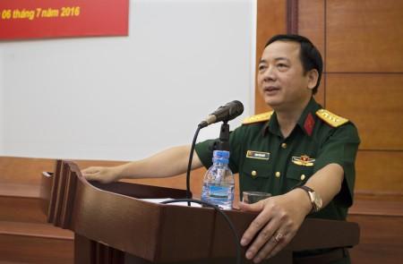 Đồng chí Bí thư Đảng ủy, Chính ủy QK kết luận hội nghị.