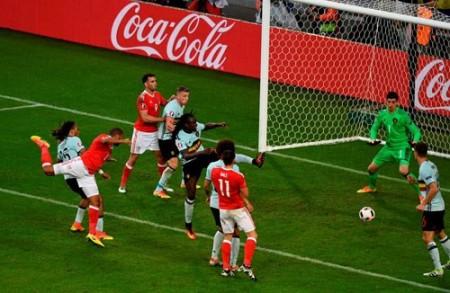 Williams ghi bàn gỡ hòa 1-1 cho Xứ Wales