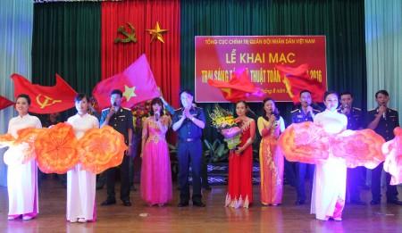 Đội văn nghệ Lữ đoàn 604 biểu diễn chào mừng khai mạc.
