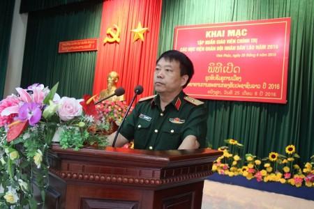 Thiếu tướng Sùng Thìn Cò, Phó Tư lệnh Quân khu phát biểu chỉ đạo lớp tập huấn.