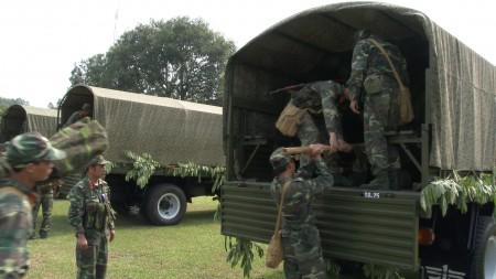 Thực hành hành quân vào khu vực tập kết chiến đấu.