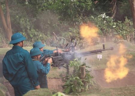 Khẩu đội 12,7 mm Trung đội dân quân Tam Đảo, Vĩnh Phúc tiêu diệt mục tiêu ngay từ loạt đạn đầu.