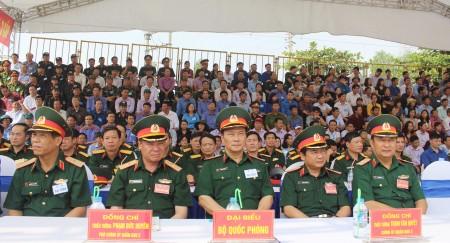 Thủ trưởng Bộ Tư lệnh Quân khu tham quan Công an tỉnh Vĩnh Phúc thực hành xử trí tình huống A2.