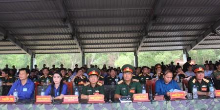 Ban Chỉ đạo diễn tập Quân khu và tỉnh Vĩnh Phúc tham quan nội dung thực binh có bắn đạn thật của Trung đoàn 834, Bộ CHQS tỉnh Vĩnh Phúc.