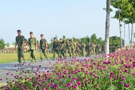 Chiến sĩ Trung đoàn 3, Sư đoàn 330 hành quân dã ngoại. Ảnh: CÔNG HẠNH.
