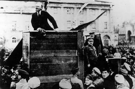 Lãnh tụ V.I.Lê-nin đã lãnh đạo thành công Cách mạng Tháng Mười Nga.Ảnh tư liệu