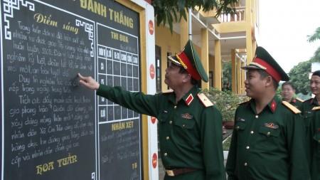 Thiếu tướng Phạm Đức Duyên, Ủy viên Ban Thường vụ Đảng ủy, Phó Chính ủy Quân khu, Trưởng Ban chỉ đạo 1389 Quân khu kiểm tra tại Lữ đoàn 168.