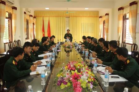 Thiếu tướng Phạm Đức Duyên, Ủy viên Ban Thường vụ Đảng ủy, Phó Chính ủy Quân khu, Trưởng Ban chỉ đạo 1389 Quân khu phổ biến nhiệm vụ kiểm tra tại Trung đoàn 148.