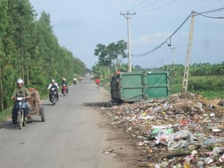 Bãi rác tự phát của những hộ dân sống ở hai thôn: Yên Bài và Phú Mỹ (xã Tự Lập, huyện Mê Linh, TP Hà Nội).