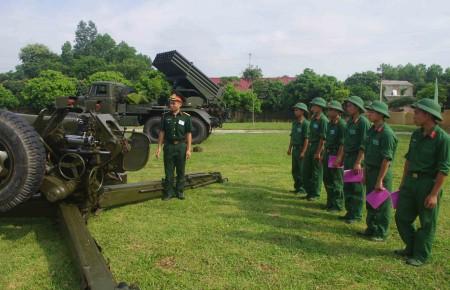 Huấn luyện chuyên ngành pháo binh ở Lữ đoàn Pháo binh 168.