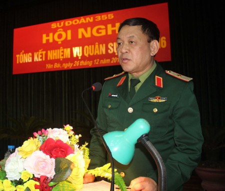 Thiếu tướng Hoàng Ngọc Dũng phát biểu chỉ đạo hội nghị tổng kết nhiệm vụ quân sự năm 2016 tại Sư đoàn 355.