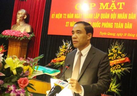 Đồng chí Chẩu Văn Lâm, Ủy viên Trung ương Đảng, Bí thư Tỉnh ủy Tuyên Quang phát biểu tại hội nghị.
