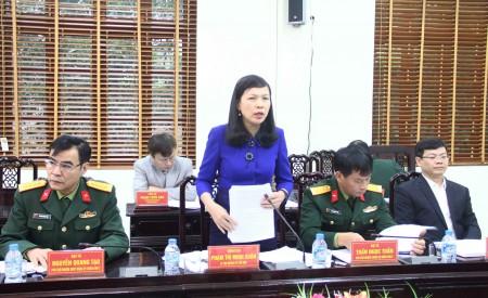 Đồng chí Nguyễn Thị Minh Xuân, Bí thư Huyện ủy Yên Sơn phát biểu tại hội nghị.