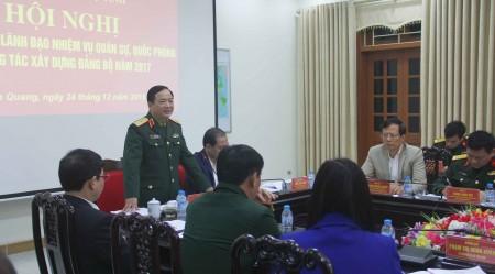 Thiếu tướng Trịnh Văn Quyết, Bí thư Đảng ủy, Chính ủy Quân khu phát biểu chỉ đạo hội nghị.